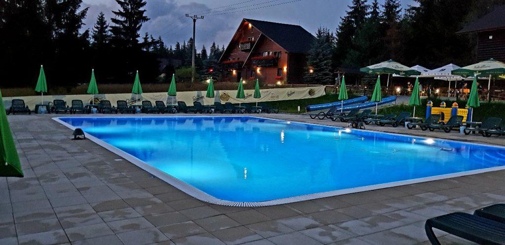 Piscina exterioara Incalzita 5 piscina exterioara 7 1024x498